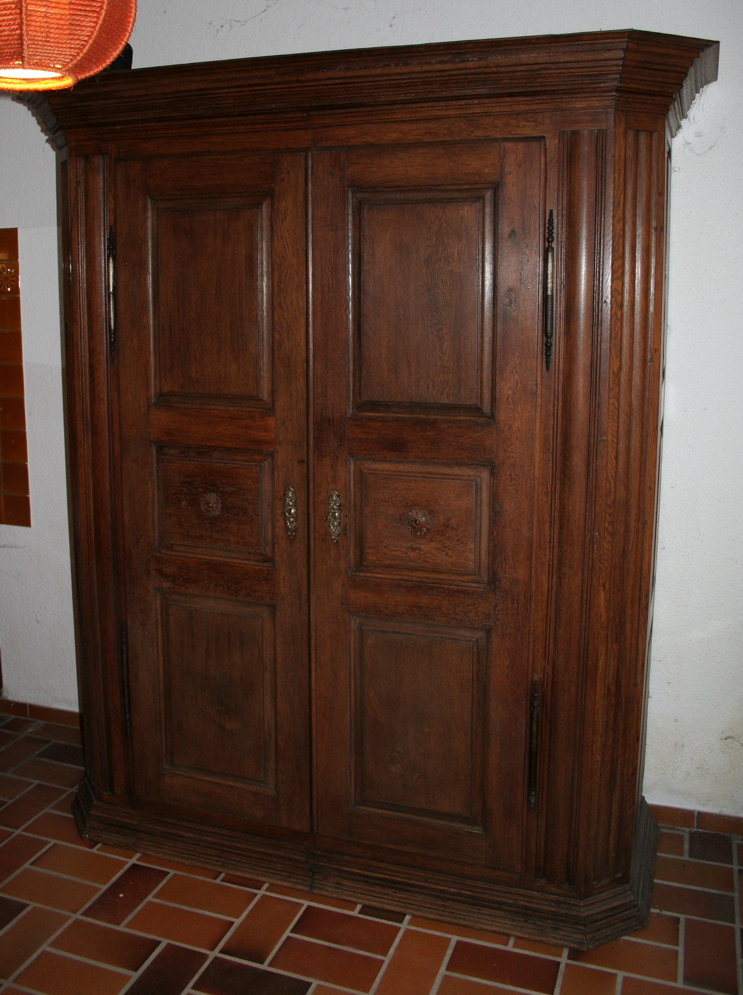 armoire en bois a vendre. Black Bedroom Furniture Sets. Home Design Ideas