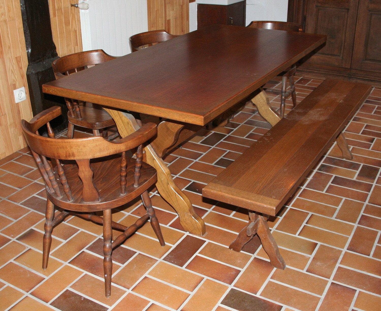 Vente de meubles table bois massif 4 chaises 1 banc 04 for Table chaise bois